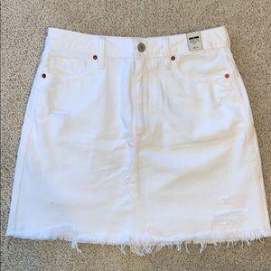 A&F NWT ZOE white distressed denim skirt